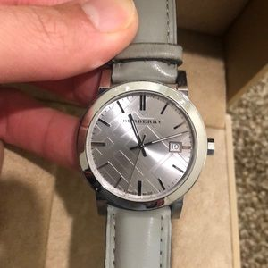 🌟RARE gray leather Burberry watch🌟